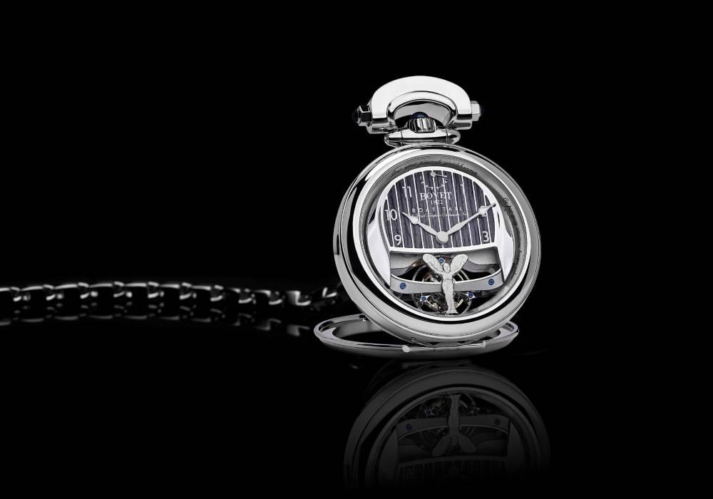 ساعة في غاية الروعة من بوفية 1822 تنمزج بفخامة رولز رويس بوت تايل الرائعة صورة 4