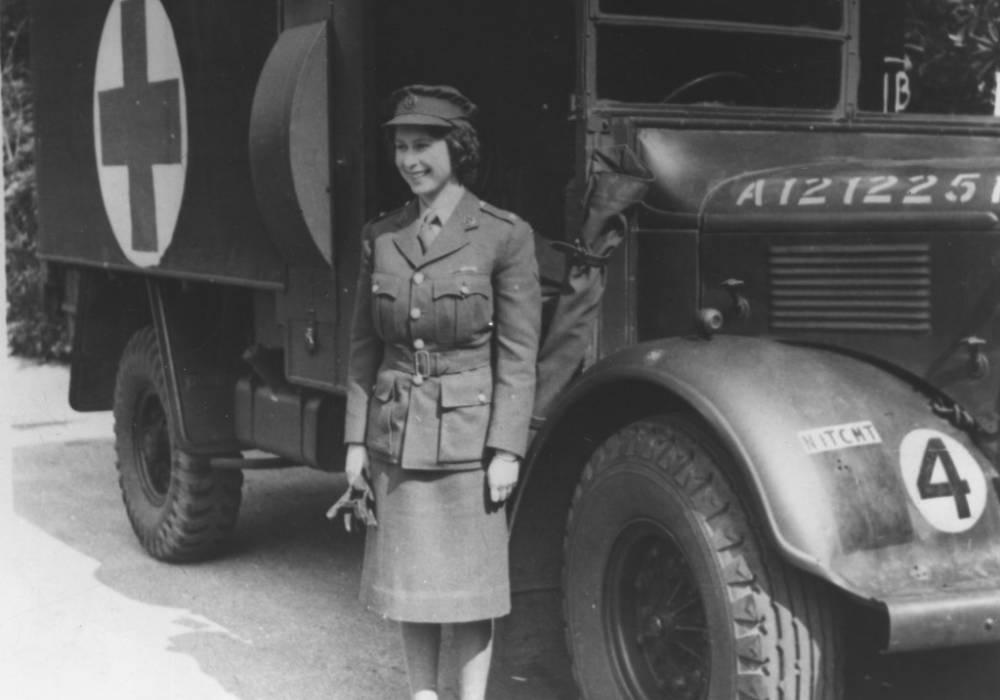 الملكة اليزابيت تقود سيارتها صورة 3