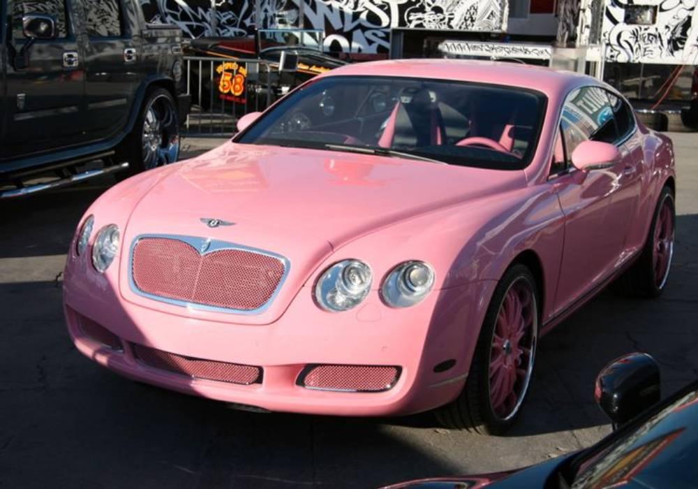 باريس هيلتون وسيرتها بنتلي  الوردية صورة 4