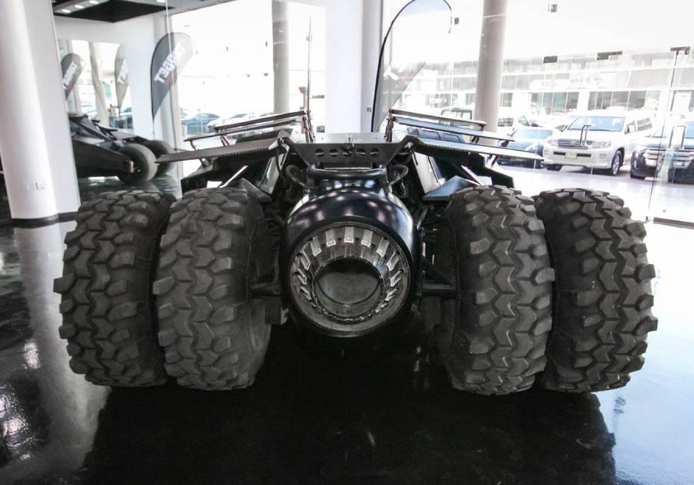 هكذا اصبح حال سيارة باتمان التي يملكها كريستوفر نولان صورة 2