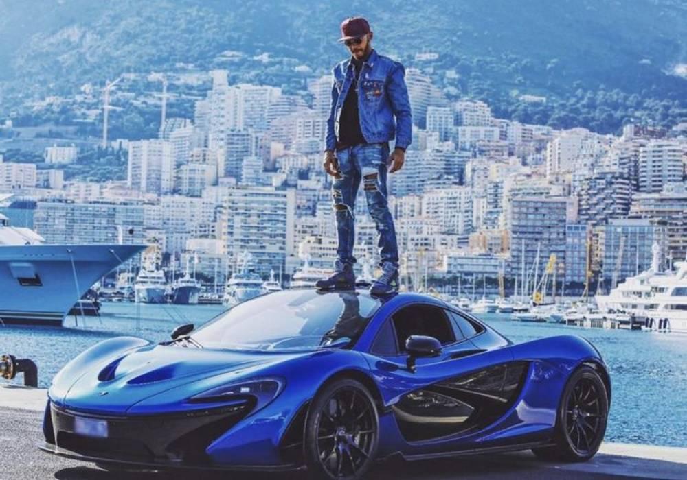 لويس هاميلتون وسيارة ماكلارين P1