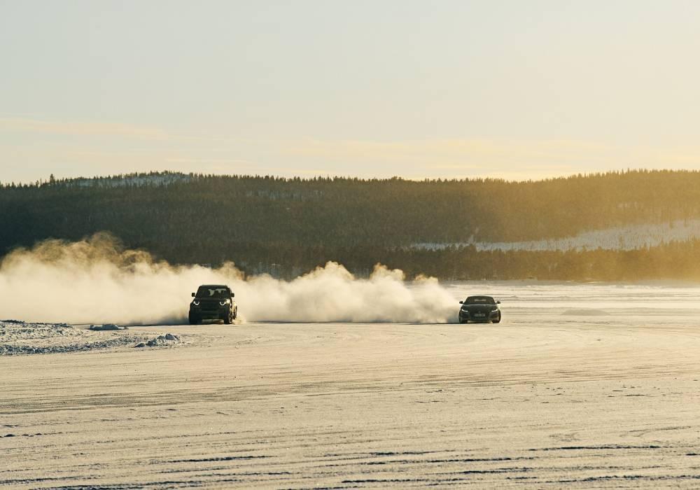 مغامرات قطبية على الجليد مع سيارات جاكوار ولاند روڤر صورة 3