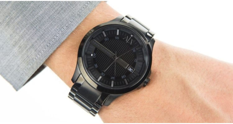 1e0c31690 هذه الساعة ذات القطر البالغ 47 ملم هي شيء عليك ارتداءه إذا كنت ترغب في  الإدلاء ببيان. تتميز هذه الساعة باللون الأسود بالكامل بحافظة فولاذية مطلية  باللون ...