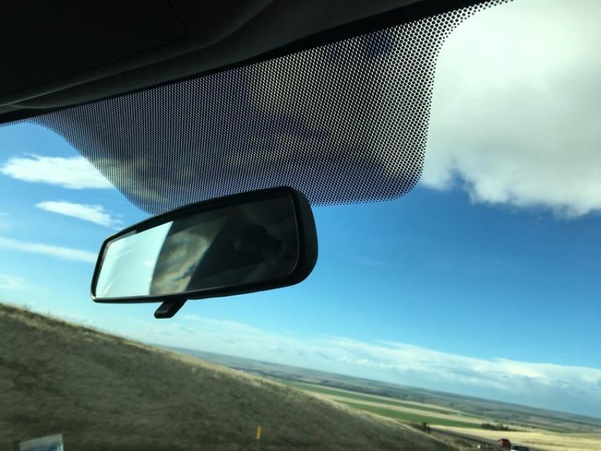 ما فائدة النقاط السوداء على حواف نوافذ السيارات؟ 5cbc703d4a918