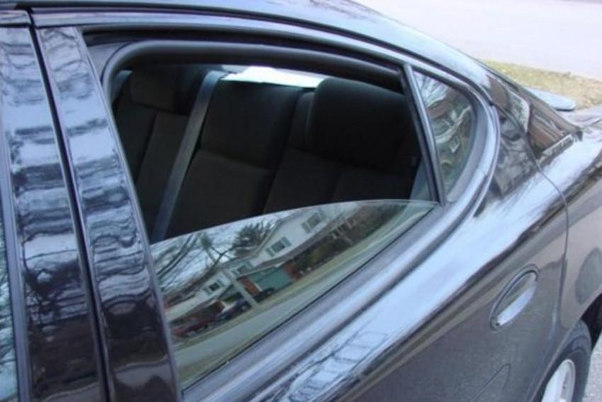 لماذا لا تنخفض النوافذ الخلفية في السيارة بالكامل؟ %D9%86%D8%A7%D9%81%D8%B0%D8%A9_%D8%A7%D9%84%D8%B3%D9%8A%D8%A7%D8%B1%D8%A9