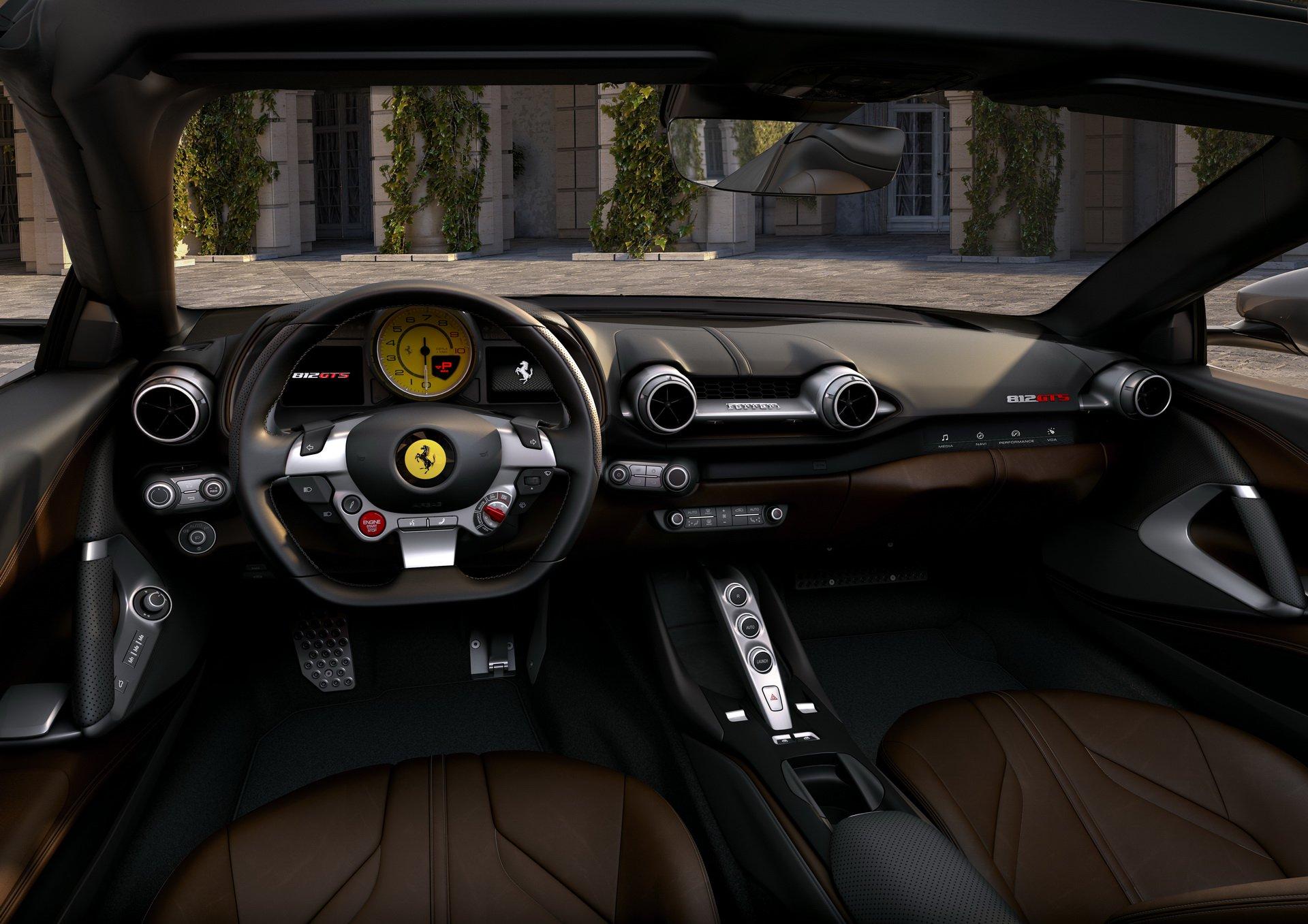 فيراري 812 GTS