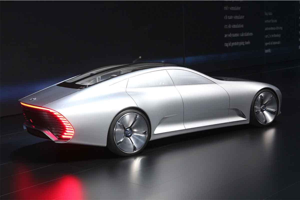 سيارة نموذجية من مرسيدس تشبه السفن الفضائية وتحاكي عام 2030